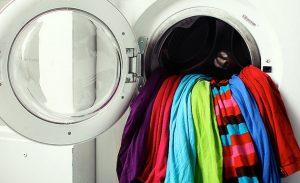 como se provocan daños a la ropa