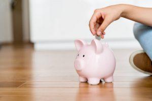Guardar dinero en alcancía