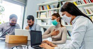Personas reunidas ante la pandemia